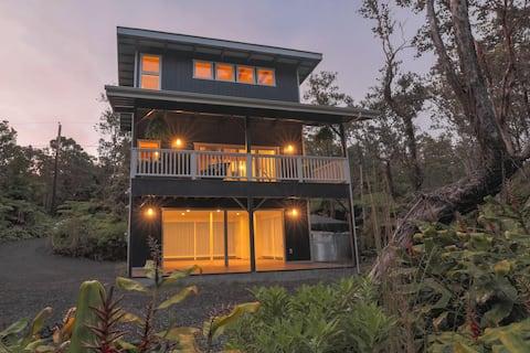 Romantic Modern Loft in Volcano Rainforest