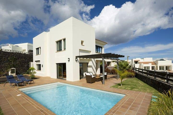 Luxuriöse Villa in Playa Santiago