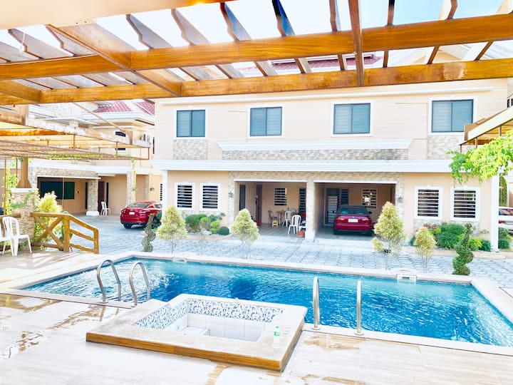 4 bedroom Cozy, Modern Villa in Angeles near Clark