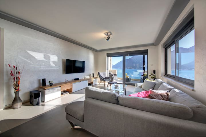 Modern Sea View  Condo surrounded by  the nature