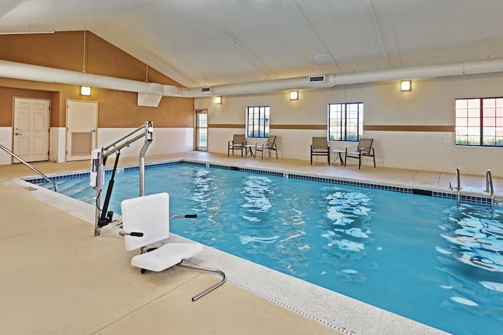"In ""The Glen"" Business District. Free Breakfast. Indoor Pool. Studio at Staybridge."