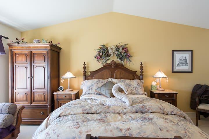 Suite Serenity Mainstay Oasis BnB - Port Moody - Bed & Breakfast