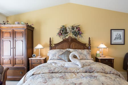 Suite Serenity Mainstay Oasis BnB - Port Moody - Bed & Breakfast