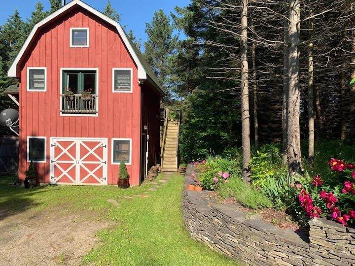 Serene Loft in the Woods, Easy Access to E-ville
