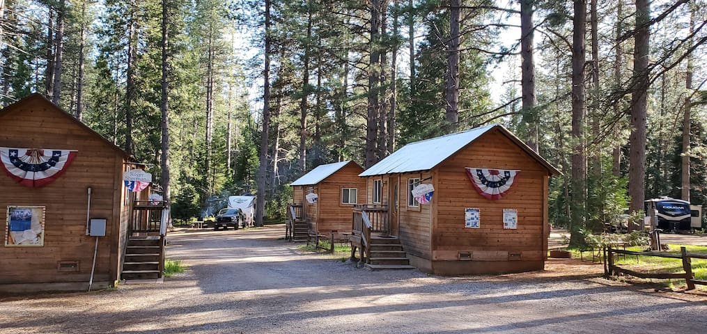 Camping Cabin B, Living Springs RV & Cabins Resort