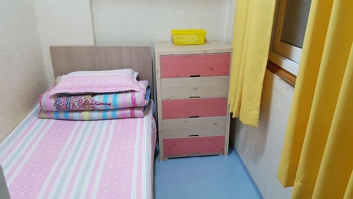 Sinchon Amihouse single room 3 신촌아미하우스