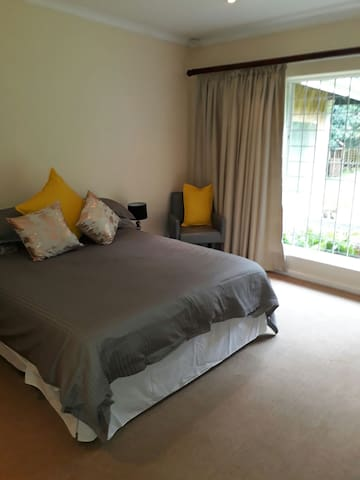 On-suit large bedroom - Kloof - Rumah