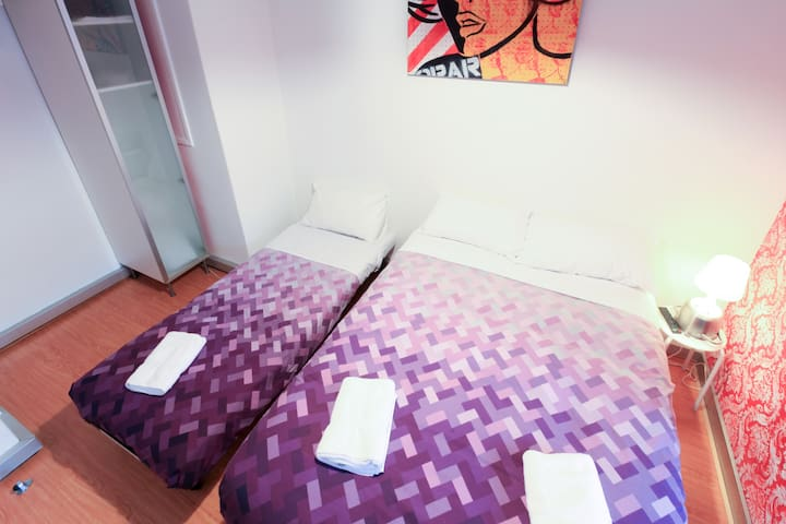 1 X Single Bed & 1 X Double Bed