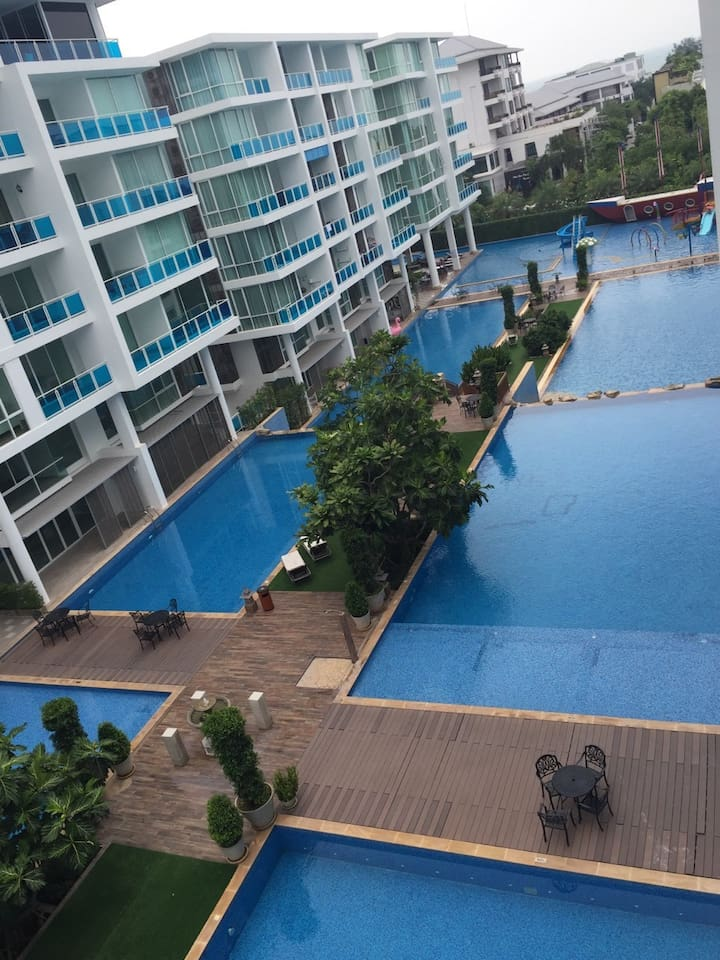8 Swimming pool