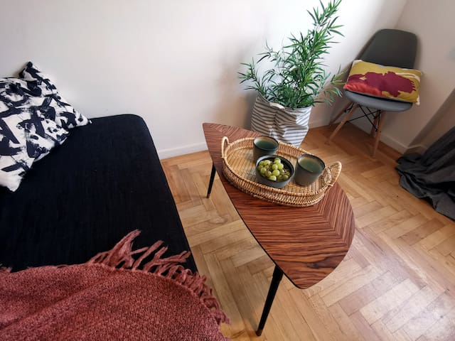 Comfortable Artsy Room For 2
