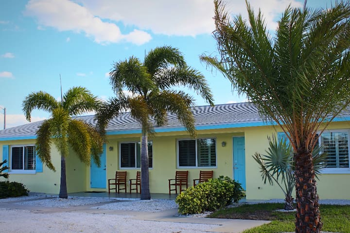 Dolphin Key Waterfront Bungalow 1 Serviced Apartments For Rent In Cape Coral Florida United