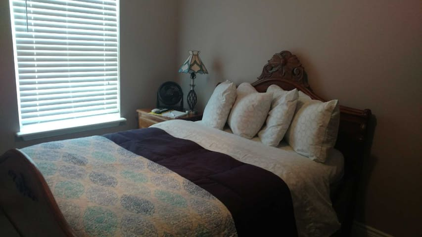 Cozy private bedroom near Fort Leonard Wood