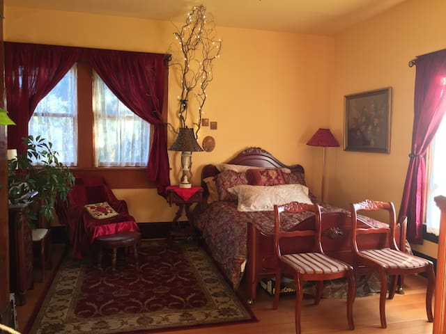 Sunset Room: Heart of Fairhaven (1 of 2 rooms)