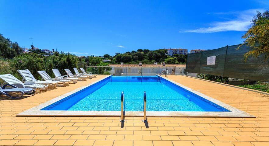 Beautiful house + pool walking distance to beach
