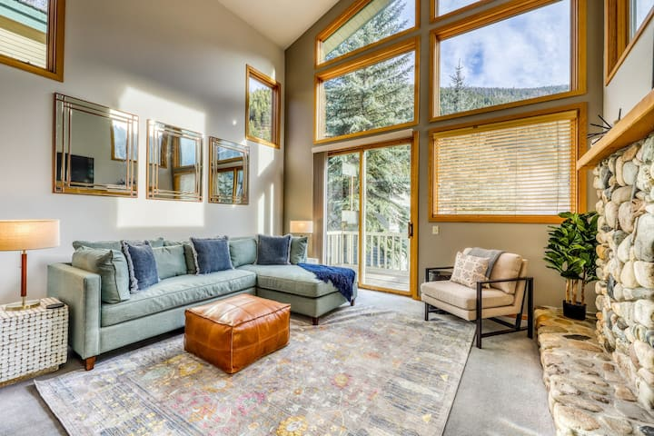 Newly-updated dog-friendly condo w/wood fireplace- walk to Warm Springs Lifts!