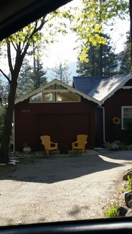 Lil' Charm with private deck! - Idyllwild-Pine Cove - Chalet