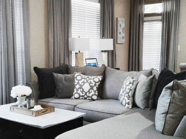 Cozy and Lux King Bed w/Wi-Fi, Cable, Free Parking