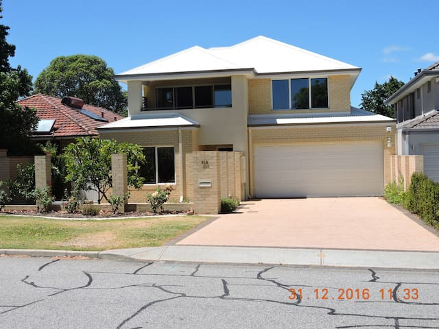 QUIET SECLUDED ARDROSS ONE BEDROOM APARTMENT - Ardross - Apartamento