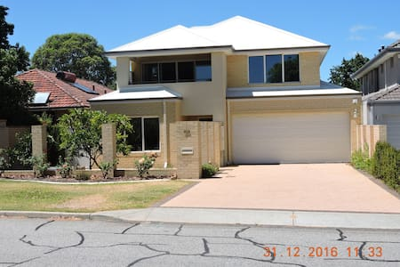 QUIET SECLUDED ARDROSS ONE BEDROOM APARTMENT - Ardross - Apartment