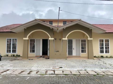 Villa Bukit Indah K4-5 with Private Backyard