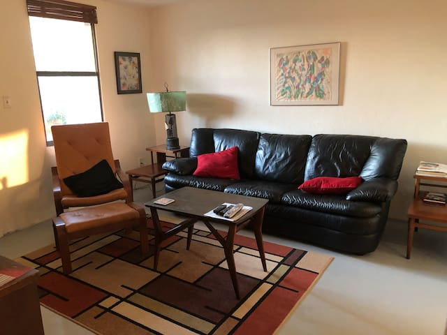 """Fantastic Location"" 2BR apt. near FSU & Gaines ST"