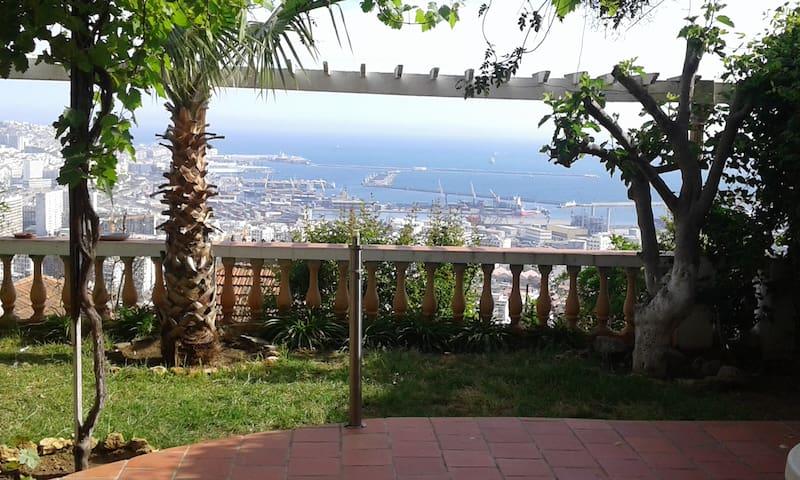Wunderschöne Aussicht auf die Bucht von Algier