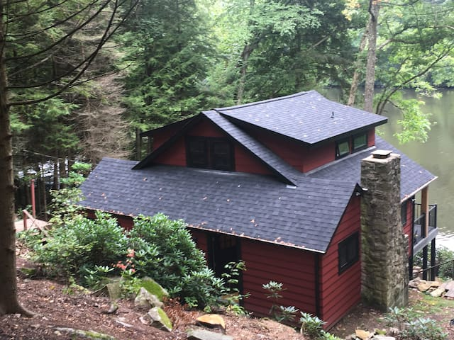 Clarion Riverfront Cottage - Red River House