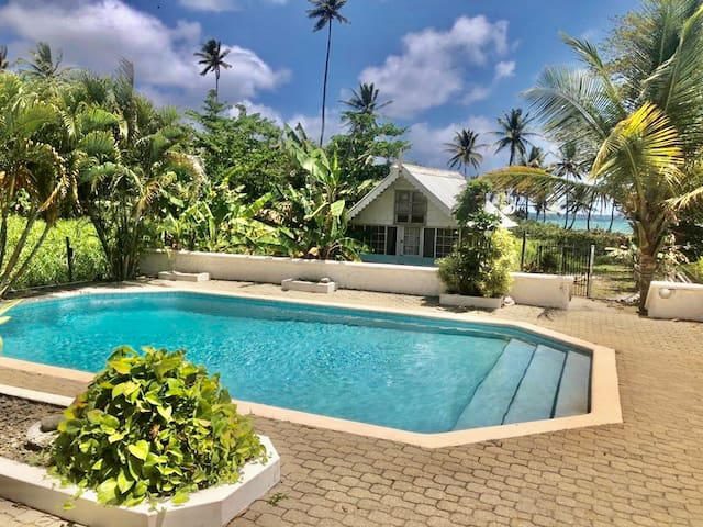 Bago Beach Studio - Pool side