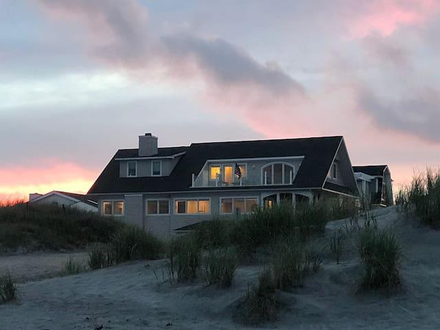 New Listing!! Oceanfront Home 6Bd/5bath, Sleeps 14