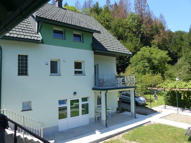 Riverside garden apartment Three Springs/Tri Zvira