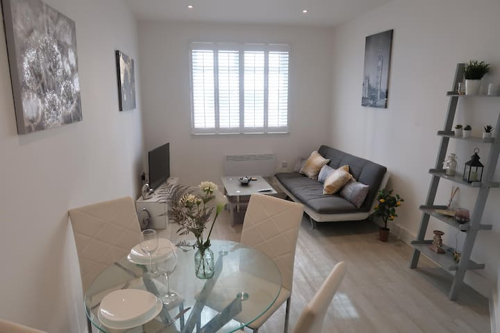 Bedford City Centre ★  Worker Apartment by TRPG