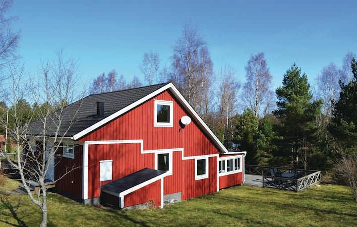 Nice home in Lenhovda with WiFi and 2 Bedrooms