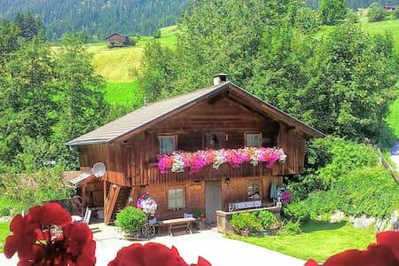 Hüttenappartement Obstgarten mit Kachelofen