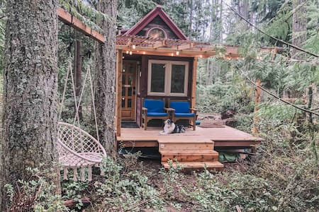 Dreamy Tiny House on Private Wooded Farm