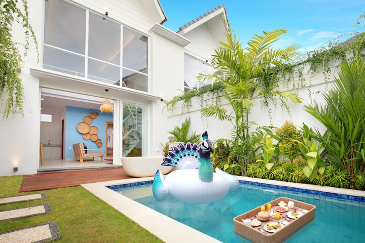 Tropical Modern Honeymoon 1BR Canggu Pool Villa