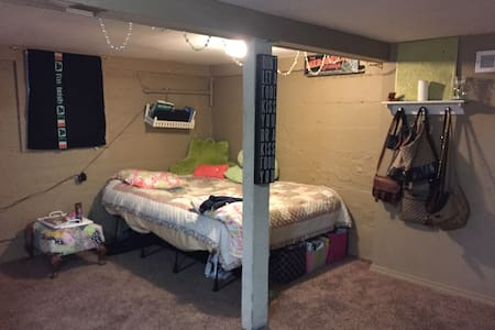 Cute studio basement with privacy - Ellensburg