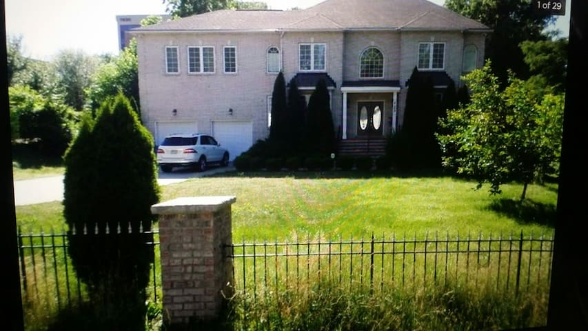 9 bedrooms in DC Metro area for a large group - Annandale - Huis