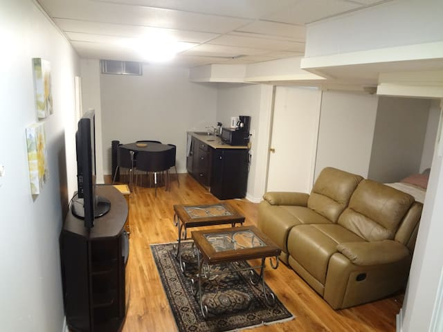 Fully Furnished Basement Apartment - Mississauga - Hus