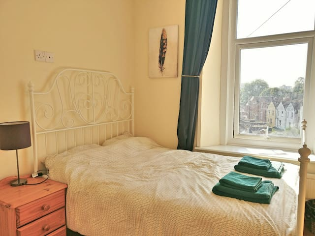 Ensuite Double Bedroom in Centrally Located Guesthouse 1 - Fir Tree