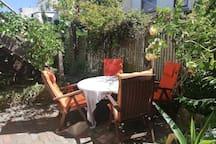 Gemütliche kleine Wohnung mit Hofgarten