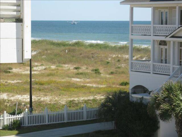 "CottageVacations4u ""SEA ESCAPE""- ocean view- pool club- 200 FT to beach"