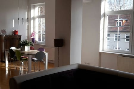 Charmante offene Altbauwohnung - Hameln  - Apartamento