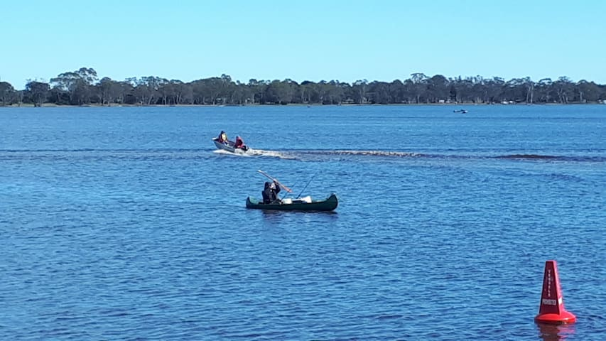 Lake Wallace just over the road - Trout, yabbies, redfin, skiing, kayaking, 5.5km walking track.