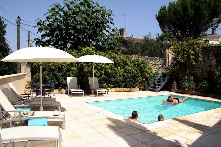 Rose Cottage & pool an hour from Bordeaux/Bergerac