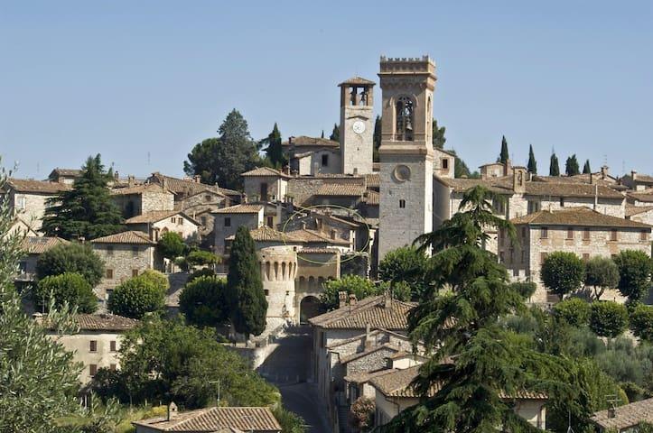 Tipica casa in borgo medievale - Corciano - House