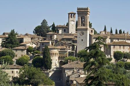 Tipica casa in borgo medievale - Corciano