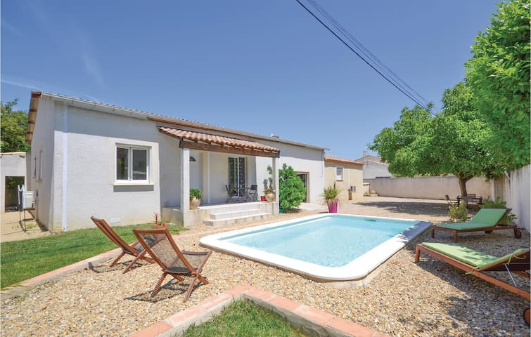 Semi-Detached with 2 bedrooms on 90 m² in Calvisson