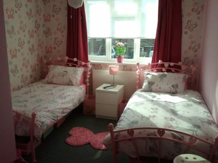 Butterfly room with twin beds