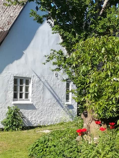 Naturskønt beliggende landhus med fjordudsigt