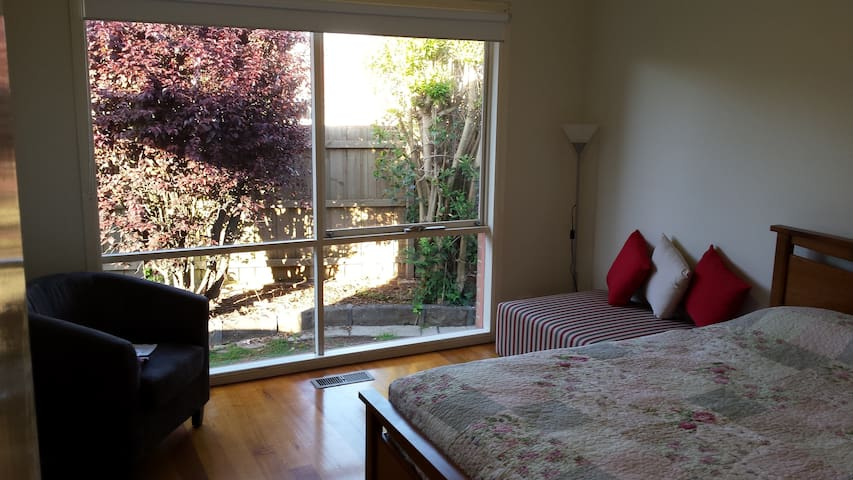 Spacious Bedroom with Ensuite - Mulgrave - Casa